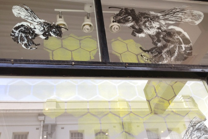 BEE-WINDOW